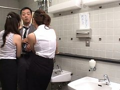 Mao Mizusawa Asian and dame got man at toilet and...