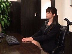 Maki Hokujo Asian exposes jugs and rubs her wet cu...