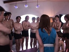 Minori Hatsune Asian shows hot behind to men and h...