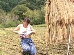 Ayano murasaki Asian with big tits urinates in gar...
