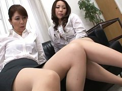 Chisato Shohda Asian and dame spread legs while st...