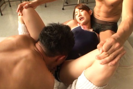 Mikuni Maisaki Asian sucks dong while is fingered...
