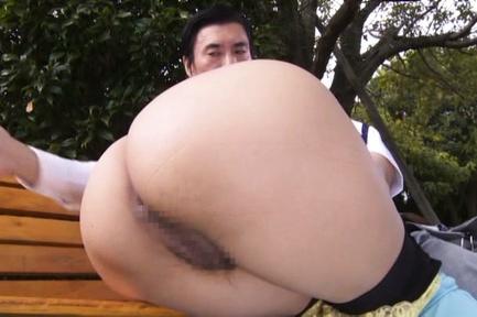 Japanese AV Model sucks dick and has beaver licked...