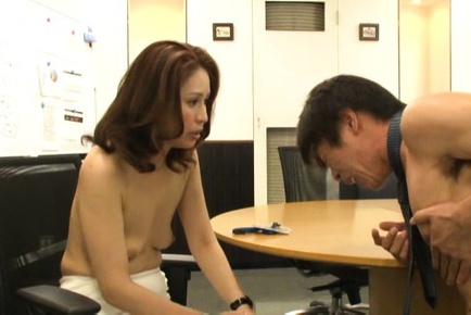 Yurie Matsushima Asian and babes are topless at bo...