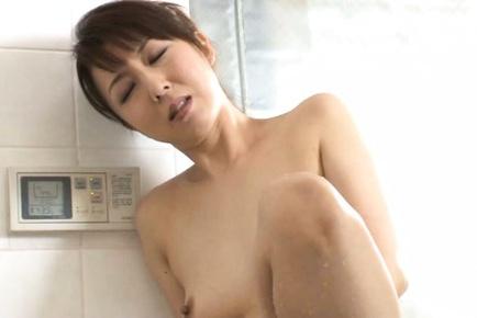 Sayuri Ikuina Asian takes bath and spoils pussy wi...