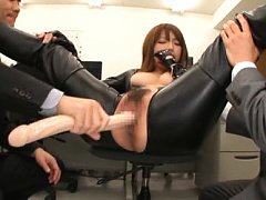 Hot AV Model in leather pants was fingered and fuc...