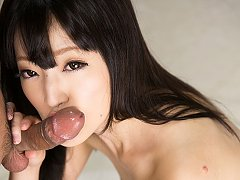Shiina Mizuho gives mouth hammer blowjob for hot c...