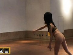 Japanese AV Model hits men with balls with other g...