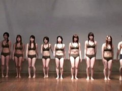 Japanese AV Model with lots of dolls in bras and p...