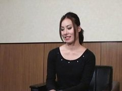 Japanese AV Model takes gym suit off and shows jui...
