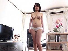 Mari Nitta Asian with nude boobies rubs shaved pea...