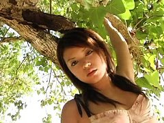 Momoko Komachi Asian is very sexy climbing trees a...