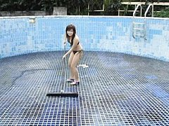 Momoko Komachi Asian is very sexy cleaning the poo...