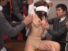 Jav Asian honey has eyes covered and hot cans fond...