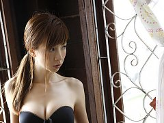 Incredibly gorgeous asian babe allures in her skim...