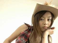 Adorable asian cowgirl tempts in her boots and jea...