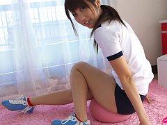 Asami Tsubaki Asian shows sexy tummy and flexible...
