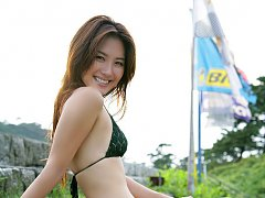 Haruna Yabuki Asian shows her leering curves in di...