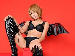Sayuri Ono Asian spreads legs in long boots and sh...