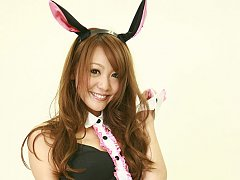 Sweetie Saki Ueda excites us in sexy costume and h...