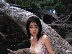 Sultry gravure idol goddess steams it up in her li...