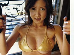 Foxxy asian hottie showing off her deliciously plu...