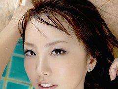 Sensual gravure idol babe enchants in her slinky w...