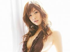 Barely clad Momoko Matsuzaki shows off her lickabl...