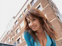 Incredibly sexy babe Junko Yaginuma in a skimpy bi...