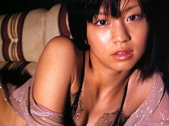 Beautiful gravure idol tantilizes in her sexy blac...