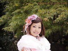 Kimono girl Kana Endo and four friends cover her f...