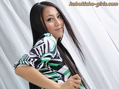 JAV Idol Ren toys her shaved pussy and drinks guys...