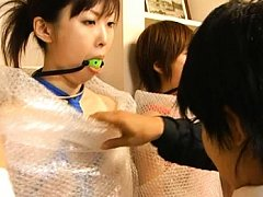 Japanese AV Model has bubble wrap around her in th...