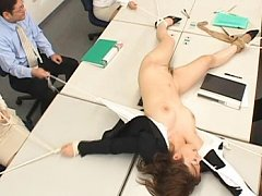 Japanese AV Model is tied and pulled by ropes by h...