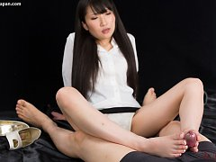 Minami Sakaida uses her strong feet to give orgasm...