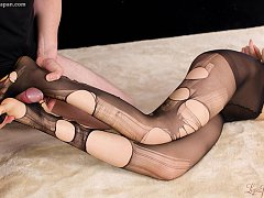 Teen Moeka Kurihara in ripped pantyhose and foot r...