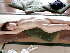 Teen babe Yuzu Kitagawa stretches and cums without...