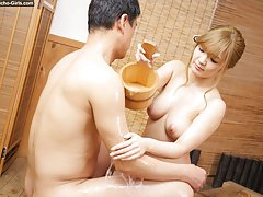 JAV Idol Hana Aoyama gives her customer a soapy ma...