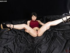 Reo Saionji spreads her long legs topped with high...