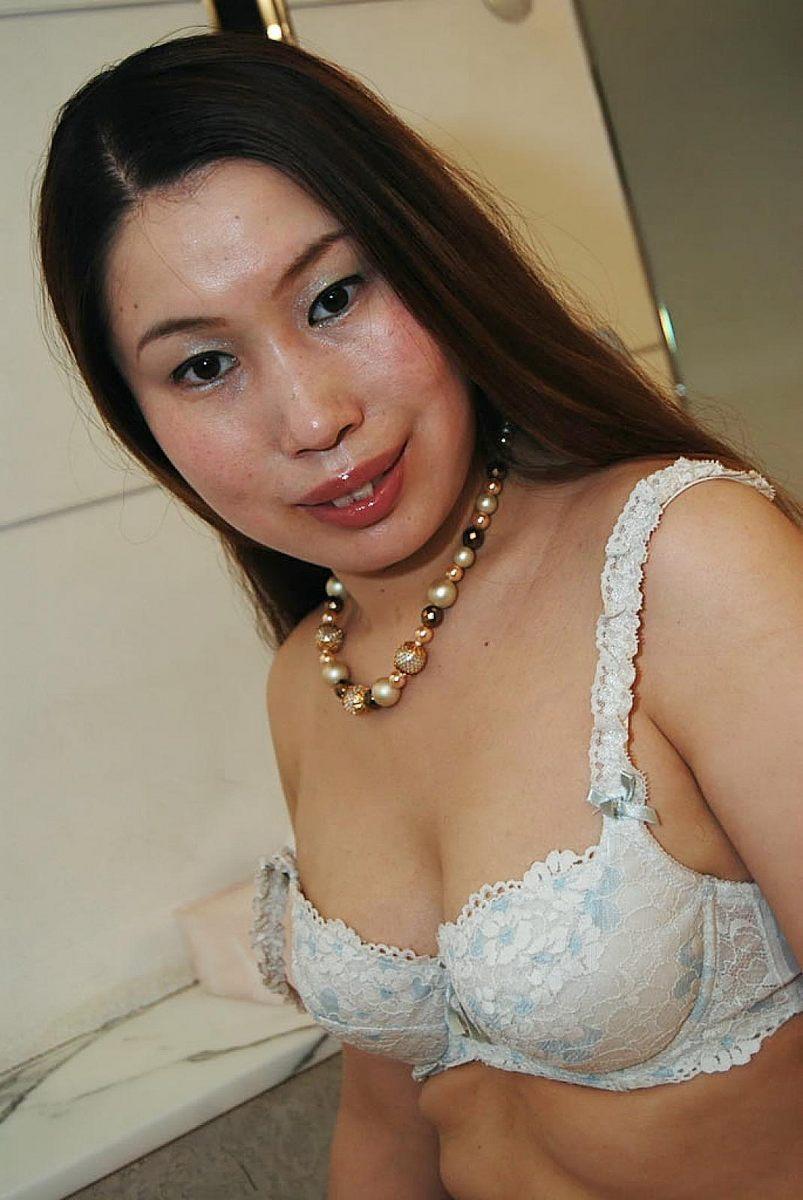 Japanese milf ayako sakuma gets her pussy wet with vibrator - 4 2