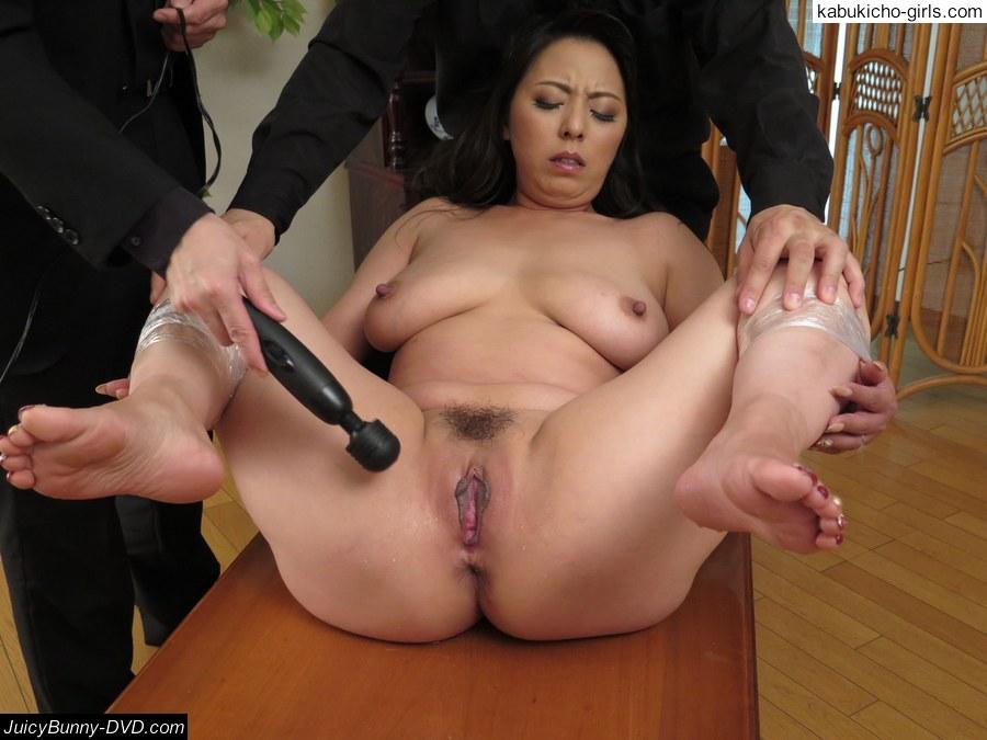 Dirty minded wife advent 5 maki hojo 2